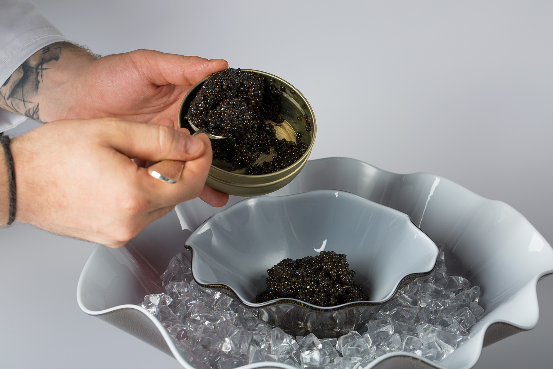 "Venini & Ars Italica lanciano ""The perfect caviar serving set"""